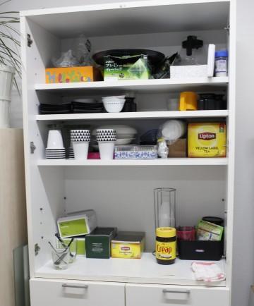 台所食器棚 before