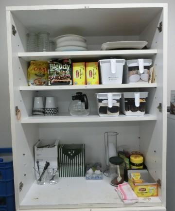 台所食器棚 after